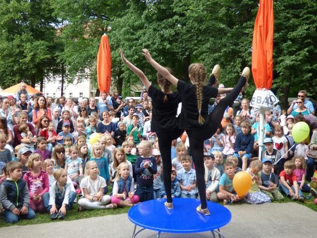 Der erste Auftritt des Akrobatikduos