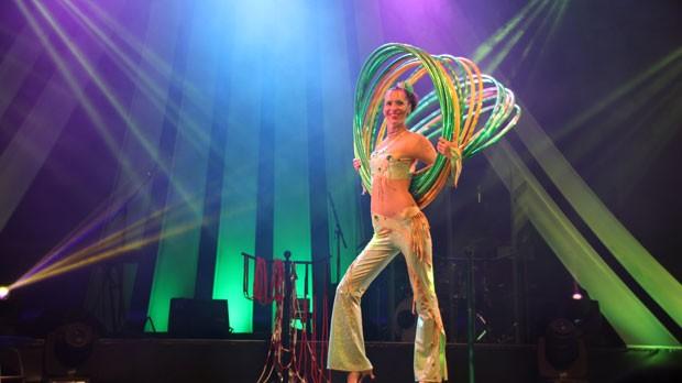 """""""LaVerdura"""" Hula - Hoop von contraire on stage im Wintergarten Varieté Berlin"""